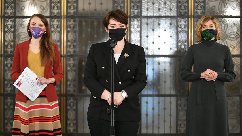 Posłanki Lewicy: Agnieszka Dziemianowicz-Bąk, Anna Maria Żukowska i Magdalena Biejat