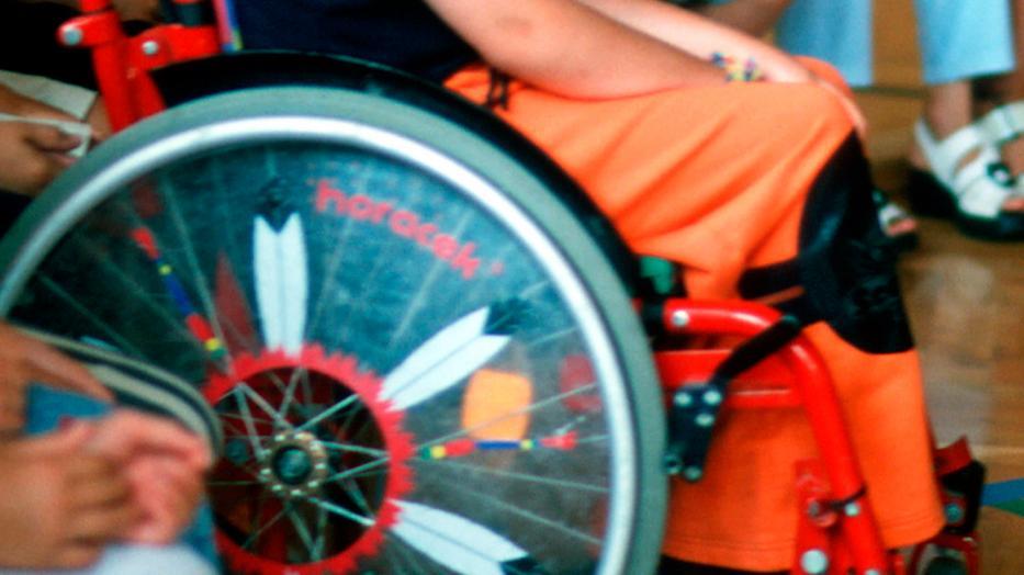folt a lábán piros felni fényképpel)