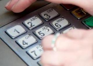 Nawiercali klawiatury bankomatów i wpuszczali gaz. Grupa włamywaczy oskarżona