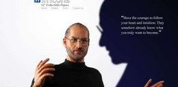 Steve Jobs w roli lalki Barbie. Trzy pary rąk w zestawie