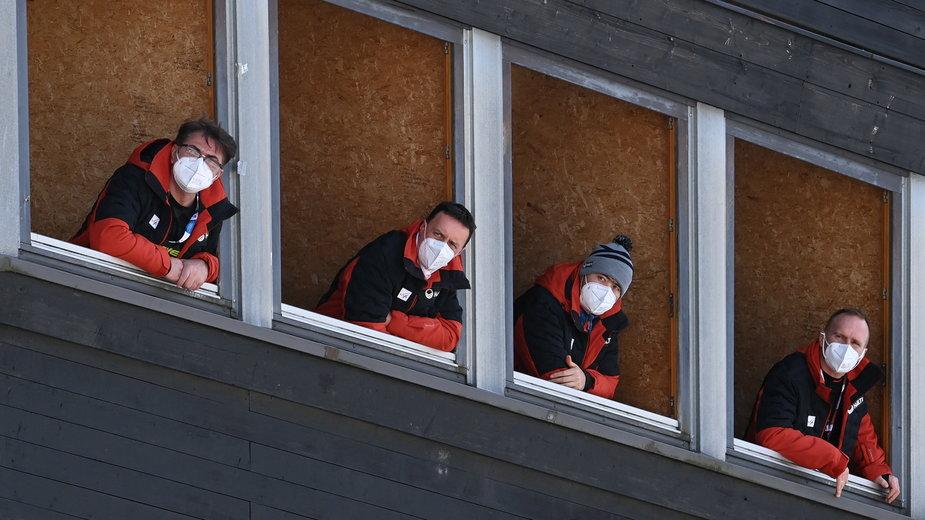 Sędziowie na wieży w Oberstdorfie