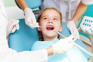 Stomatologia dziecięca 2018: Zęby do lakowania, dentobusy na drogi