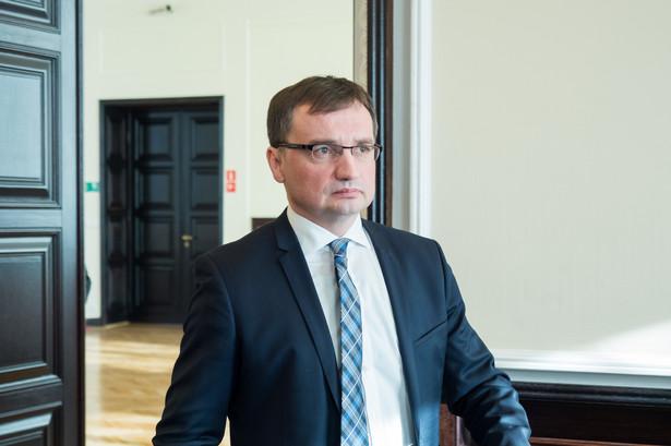Ziobro - podczas prac w Sejmie nad tymi rozwiązaniami - mówił, że rząd musi mieć wpływ i chce odpowiadać za bezpieczeństwo obywateli.