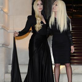 Lady Gaga jest kopią Donatelli Versace?