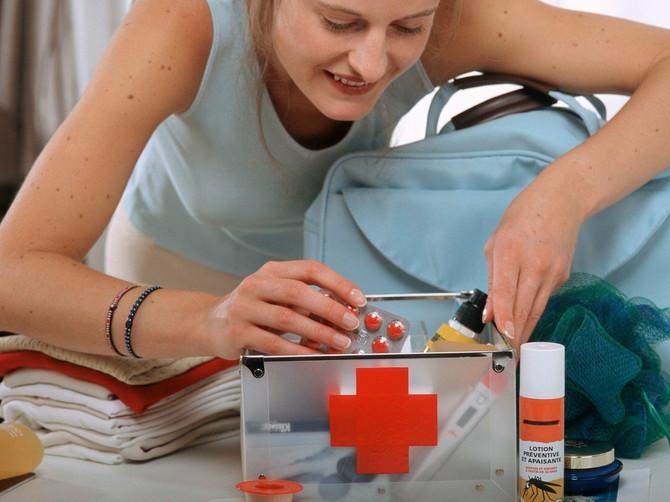 Šta sve treba da sadrži DOBRA putna apoteka i kako da nađete lek u INOSTRANSTVU