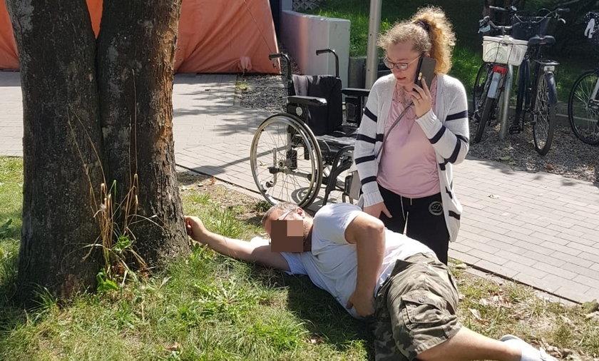 Pacjent wił się z bólu na trawniku przed SOR-em, bo nie chcieli go przyjąć.