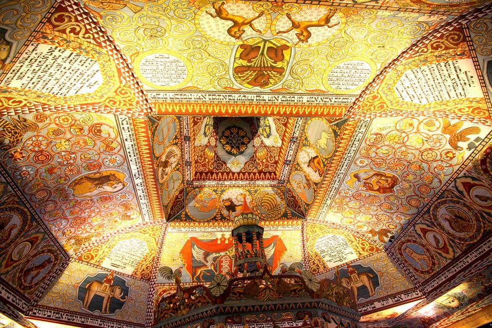 Wnętrza zrekonstruowanej synagogi z Gwoźdźca