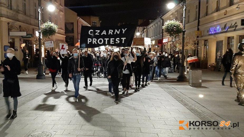 Strajk Kobiet na ulicach Rzeszowa.