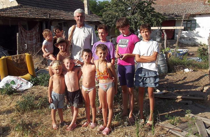 380257_porodica-sefer-tavankut080813rasfoto-biljana-vuckovic-011