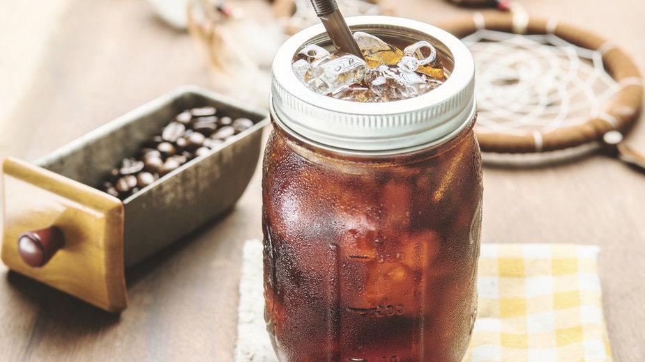 Kawa na zimno idealna na ciepłe dni. Sprawdź, jak zrobić idealne cold brew
