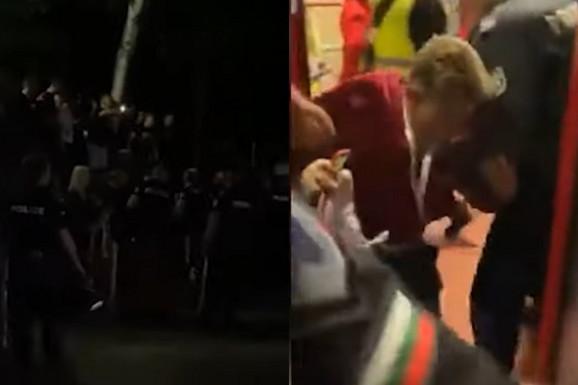 Navijači bugarskog velikana HTELI DA LINČUJU igrače i upravu zbog remija, policajci direktora kluba vukli po zemlji kako bi ga spasili! /VIDEO/