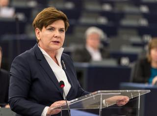 Lenz: Szydło nieudolnie broniła się przed zarzutami łamania demokracji