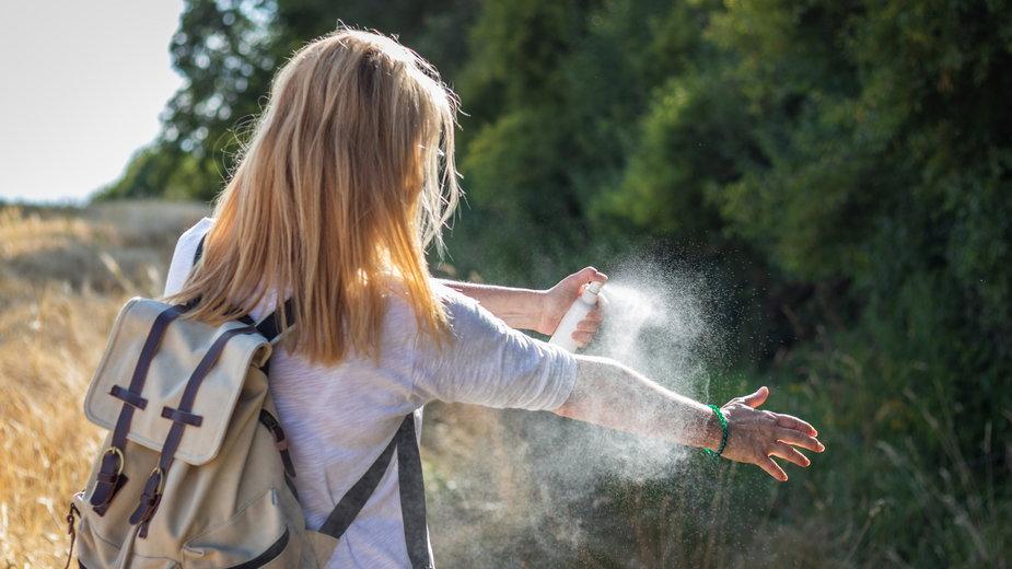 Niewłaściwie stosowany DEET może być szkodliwy, fot. encierro/Shutterstock