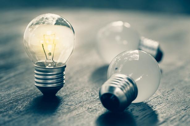 Pracownicy Urzędu Regulacji Energetyki mają przed nadchodzącymi świętami ręce pełne roboty. Trzeba przeanalizować i zatwierdzić wnioski taryfowe na energię elektryczną i gaz, które co do zasady powinny wejść w życie już od stycznia.