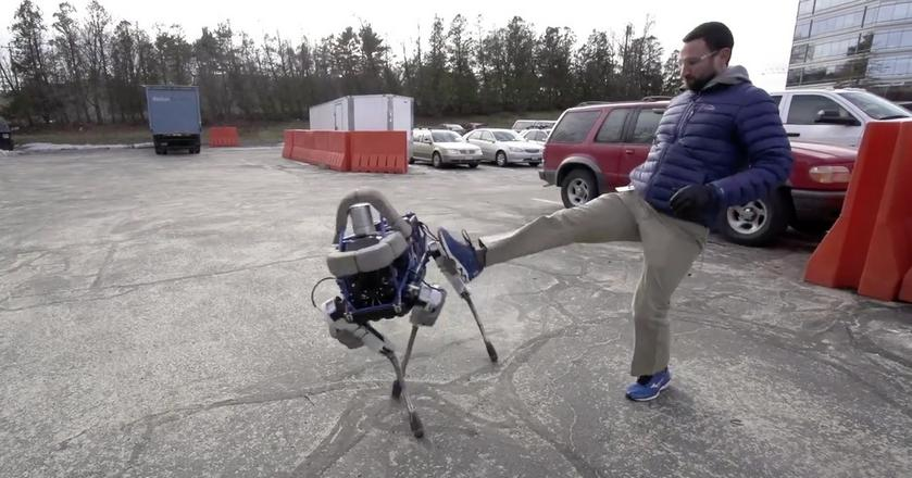 BiG Dog, jeden robotów Boston Dynamics