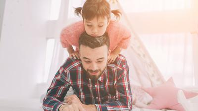 Chcesz być dobrym rodzicem? Bądź z dzieckiem w stałej łączności