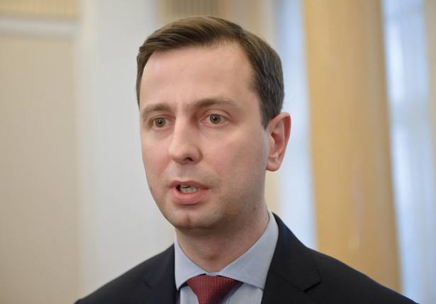 - W pierwszej kolejności do tego programu będą mogli przystąpić wszyscy ci, którzy są absolwentami i wchodzą na rynek pracy - zapewnił minister