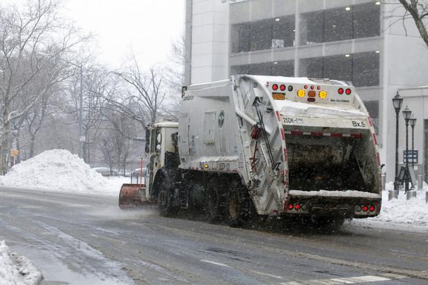 Śmieciarka jako pług śnieżny