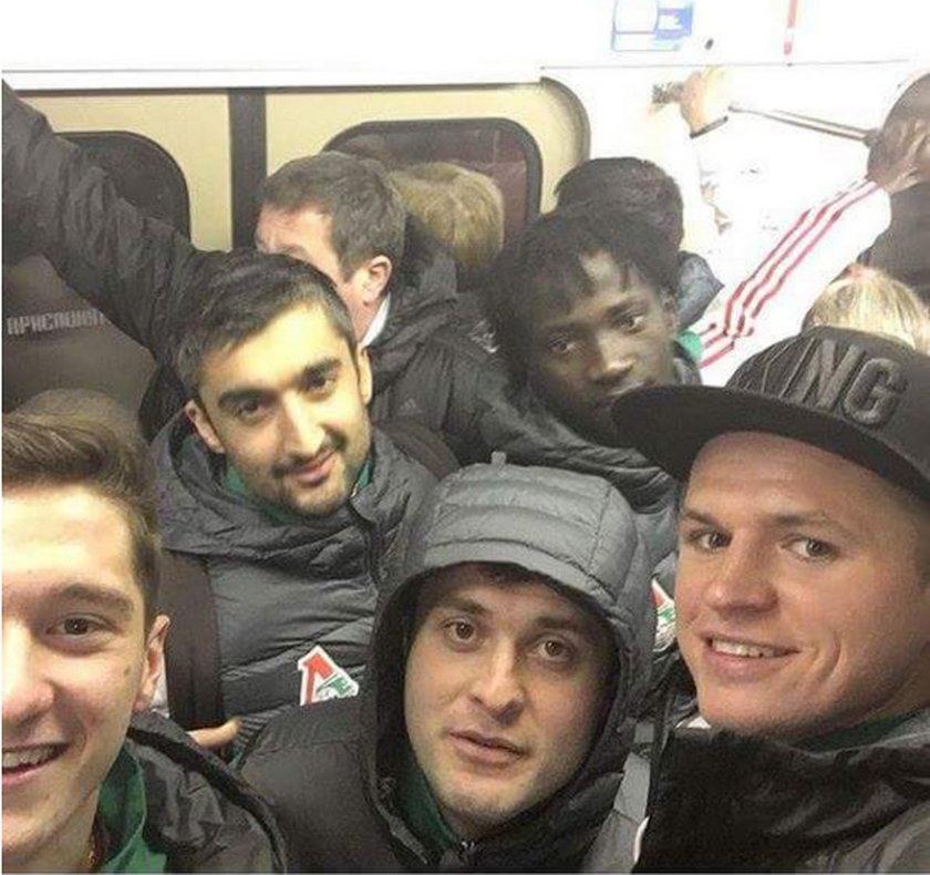 Niezwykła podróż piłkarzy na mecz Ligi Europy. Pojechali metrem!