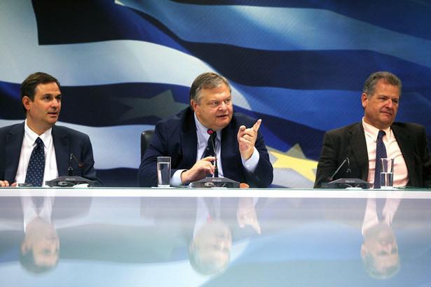 Z lewej nowy minister finansów Grecji Filippos Sachinidis, z prawej były minister finansów Grecji Evangelos Venizelos