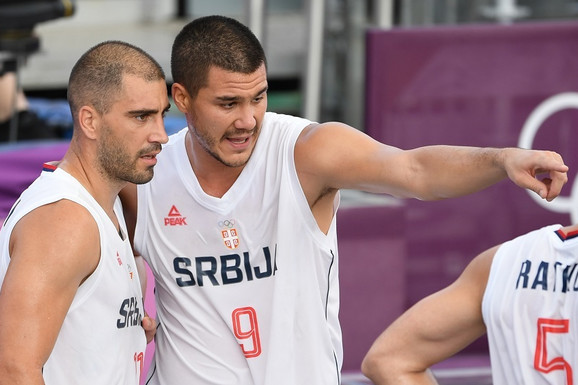 AU, KAKAV PRIZOR U TOKIJU! Srpski basketaši su takva atrakcija da je došao da ih gleda jedan od najlegendarnijih svetskih košarkaša /FOTO/
