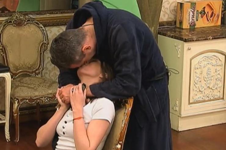 """STRASNO SE LJUBILI, ON JOJ OTKOPČAO ŠLIC Milojko u šoku zbog vrelih scena Milijane i Požgaja: """"Nije mi dobro!"""""""