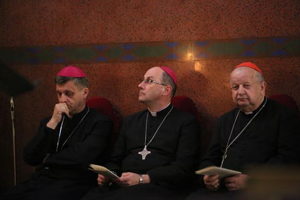Biskup bielsko-żywiecki Roman Pindel, prymas Polski abp Wojciech Polak, metropolita krakowski kard. Stanisław Dziwisz PAP/Stanisław Rozpędzik