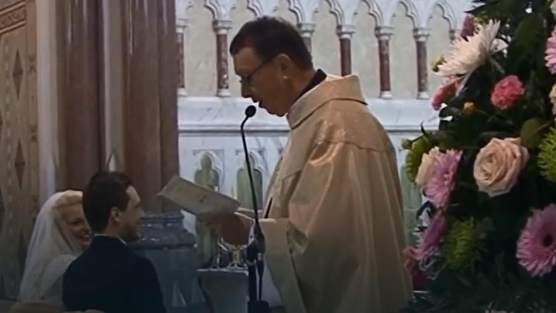 """Niespodzianka na ślubie, ksiądz śpiewa """"Hallelujah"""""""