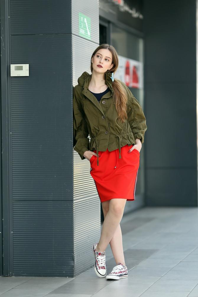 "Suknja ""Feedback"", 1.990 din, jakna ""Attrattivo"", ,6.840 din, patike ""Carvel"", 2.910 din"