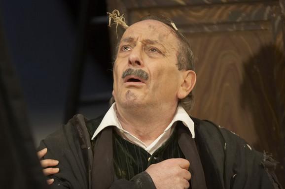 Predrag Ejdus kao Kir Janja u istoimenoj predstavi Narodnog pozorišta