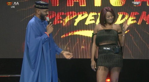 Isilomo was the toast of the night as the fans screamed on top of their voice as she made her way to meet Ebuka on the stage [Twitter/BigBroNaija]