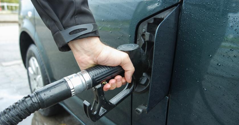 Koniec stycznia przyniósł niewielkie obniżki cen paliw na stacjach