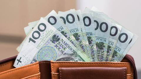 Pełny zwrot podatku należy się emerytom, których dochód w skali roku nie przekroczył 8 000 zł. Częściową wypłatę świadczenia otrzymają ci, których roczne zarobki nie były większe niż 13 000 zł