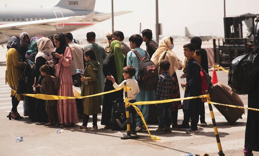Holandia. Protest przeciwko przyjęciu uchodźców z Afganistanu.