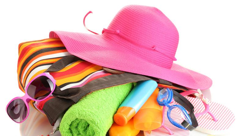 Jakie kosmetyki powinny się znaleźć w torbie plażowiczki?