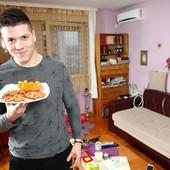 """Sloba Radanović sada zarađuje VELIKE CIFRE, a pre """"Zadruge"""" živeo je u ovom SKROMNOM stanu! FOTO"""