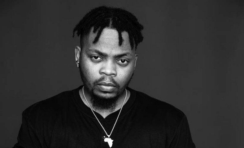 Olamide was quick to correct Elumelu that mentioning his name and other billionaires were not to help give his fans jobs or help them financially. [Gigiantic]