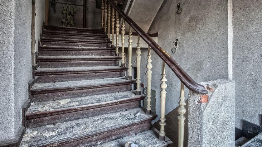 """3-latka ożyła po śmiertelnym upadku ze schodów. Po tym zdarzeniu zaczęła mieć """"wizje"""""""