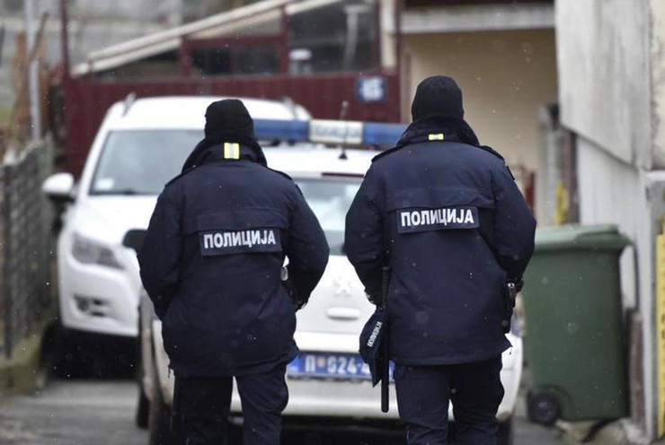 Policija zimska pokrivalica