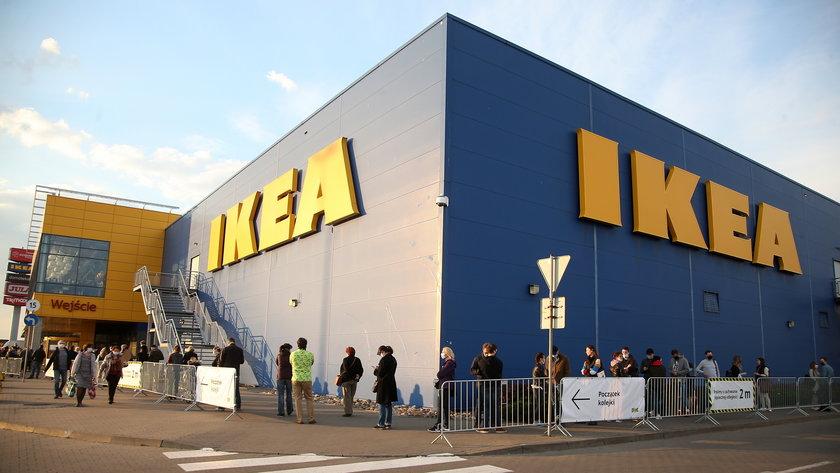 Siec sklepów meblowych IKEA zapowiedziała, że wycofa do października 2021 roku baterie alkaliczne ze swoich sklepów na całym świecie.
