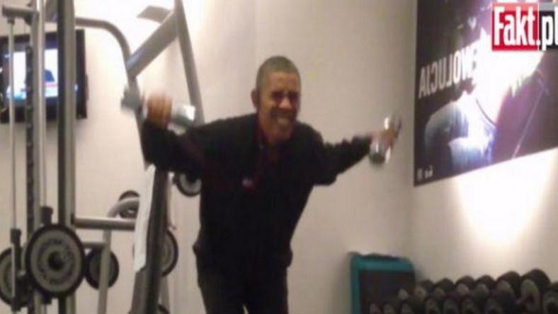 Prezydent USA nie zdawał sobie sprawy, że nagrywa go reporter, a film z treningu trafi na Fakt.pl. Barack Obama dawałz siebie wszystko i wyciskał siódme poty. Warto pójść w jego ślady. Oto ulubione ćwiczenia prezydenta, opisane przez serwis health.com...