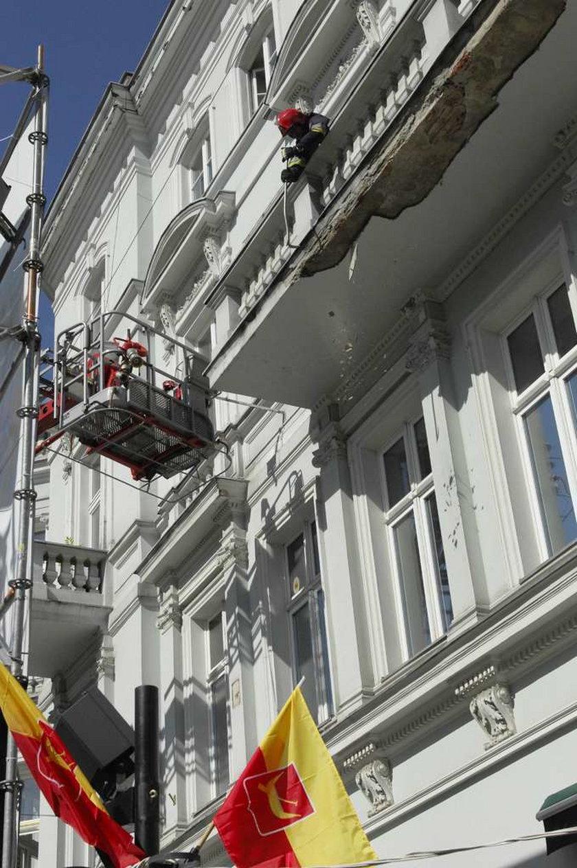 Tynk z balkonu spadł na dziecko