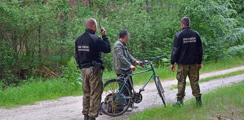 Imigrant przyjechał na rowerze