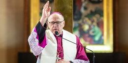 Do czego znany biskup wykorzystał życzenia świąteczne? Napisał w nich parę słów o...