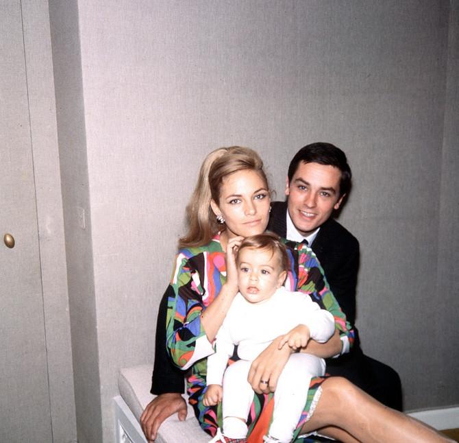 Natali Delon sa Alenom Delonom i njihovim sinom