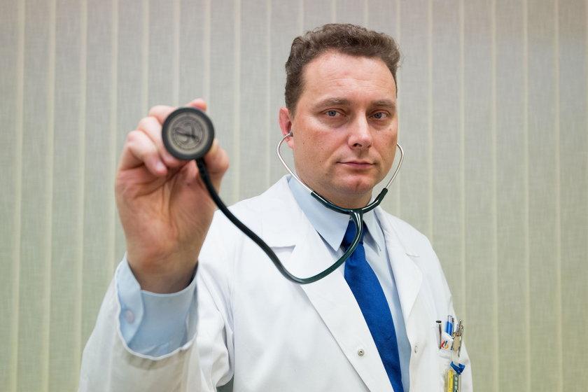 Chcemy, żeby w każdym powiecie pacjent, jeśli dozna zawału serca miał dostęp do takiej samej opieki kardiologicznej. To nie są pobożne życzenia, jakość opieki medycznej będzie oceniana poprzez liczne wskaźniki – tłumaczy prof. Piotr Jankowski