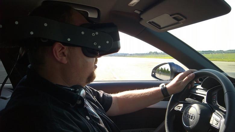 Jazda Audi z goglami VR