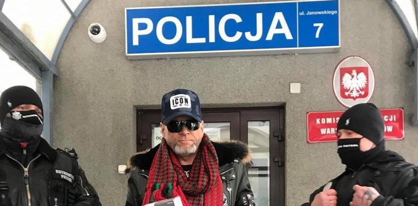 Wspólna akcja Krzysztofa Rutkowskiego i policji. Wpadli handlarze podrabianymi maseczkami
