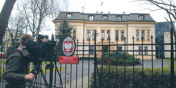 Trybunał składa się z 15 sędziów, wybieranych indywidualnie przez Sejm na dziewięć lat