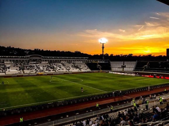 Stadion Partizana sat vremena pred početak meča sa Nordsjelandom